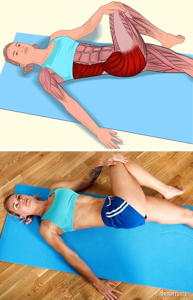 Động tác nằm ngửa, vặn người tác động trực tiếp đến toàn bộ cơ bụng, mông, đùi và một phần bắp tay.