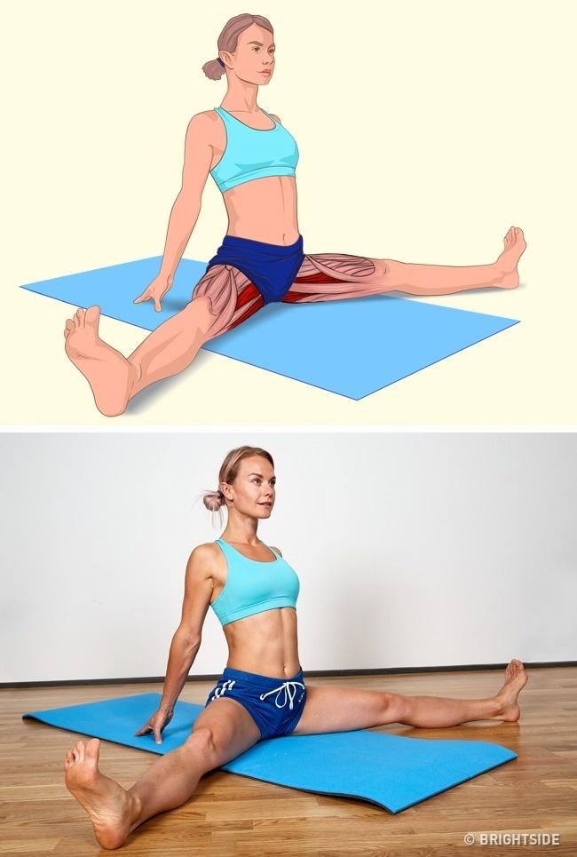 Ngồi trên thảm, đưa hai chân rộng sang hai bên, hai tay chống phía sau lưng để kéo giãn cơ đùi trong.