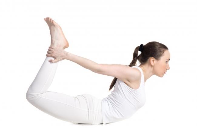 Tư thế này rất tốt cho những người bị đau lưng. Động tác này giúp giãn xương sống hoàn toàn, đồng thời vòng một cũng sẽ nhô cao và to hơn.