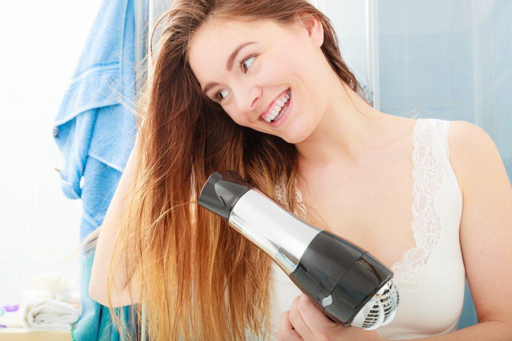 Những sai lầm thường gặp khi dùng máy sấy tóc