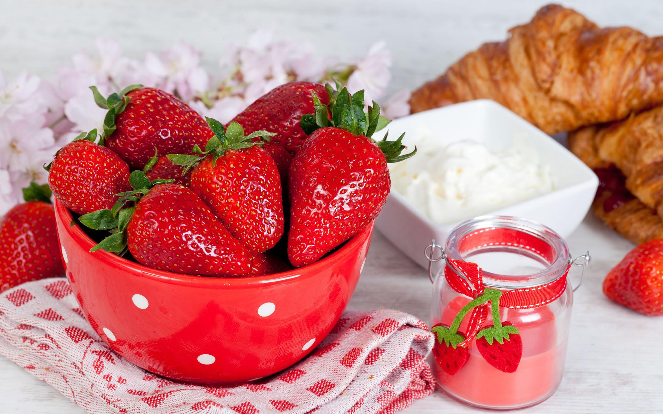 7 bí quyết làm đẹp với dâu tây giúp bạn luôn rạng rỡ!