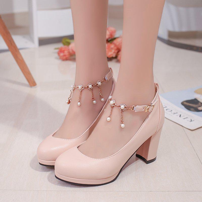 Mách nàng cách chọn giày cao gót đẹp mà không đau chân